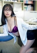 「ミスマガジン」審査員特別賞・大槻りこ、SEXYランジェリーのOLに 自己プロデュースグラビアに挑戦