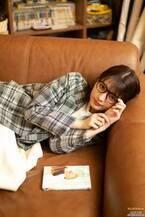 櫻坂46関有美子、貴重なメガネ姿披露 ギャップにキュン