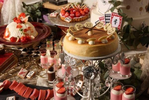 横浜「いちごとアリスのクラシックスイーツブッフェ」チェシャ猫や白うさぎ等のデザート約20種