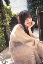 """日向坂46齊藤京子、""""国民的彼女""""があざと可愛く表紙飾る"""
