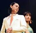 菅田将暉&土屋太鳳ら『とな怪』メンバー、春らしい衣装でランウェイ闊歩