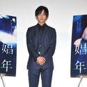 松坂桃李、濡れ場の長時間撮影に「服、着させてくれ!」
