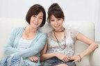 野際陽子の娘・真瀬樹里が母の素顔綴る。野際との母娘ビキニショットも