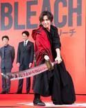 福士蒼汰、斬魄刀をかついで登場! 杉咲花らとアクションの苦労語る