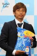 滋賀県出身の乾貴士選手に県民スポーツ大賞「特別賞」授与