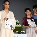 蒼井優&北香那、誕生日に『ペンギン・ハイウェイ』監督からサプライズで似顔絵