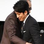 岡田准一、木村大作監督に「友のように思っていました」と感謝の言葉