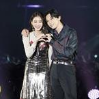 吉沢亮と新木優子の登場に悲鳴のような大歓声!