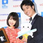 浜辺美波と桐谷健太が平成最後のベストスマイル・オブ・ザ・イヤー受賞!
