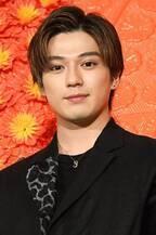 新田真剣佑、1人で舞台挨拶に登壇しインフル欠席のリベンジはたす!