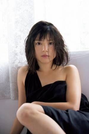 """川島海荷""""本格女優""""へのセクシーな新境地!最新写真集タイトルは「元」"""