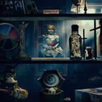 封印したはずのアナベル人形が解き放たれ、家の中で大暴れ!