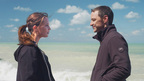 アリシア・ヴィキャンデル&ジェームズ・マカヴォイが世界の果てに引き裂かれる恋人同士に!