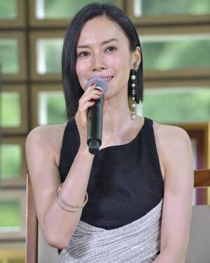 中谷美紀、妖艶黒ドレスで「フランス映画祭」アピール