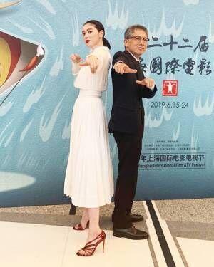 """三吉彩花、オーラ全開の""""圧倒的なスタイル""""で初レッドカーペット"""