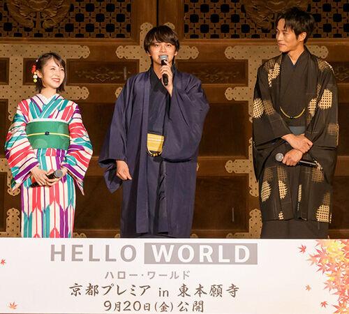 北村匠海・松坂桃李・浜辺美波、どしゃ降りの中待ち続けた観客に感謝!