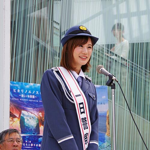 瀬戸麻沙美が1日警察署長、交通安全呼びかける!