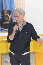 細野晴臣、50周年記念展に出席。今も使ってるギター展示に「なくて困ってる」