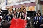 堤真一&岡村隆史、撮影の地である京都に人力車で凱旋!