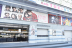 """映画街もひっそり。新型コロナ感染拡大…映画館は""""土日休館"""""""