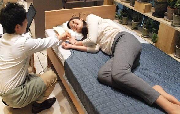 家族それぞれにピッタリの枕やマットレスをフィッティング 東京西川が期間限定の「パーソナル・フィッティング ラボ」を開催