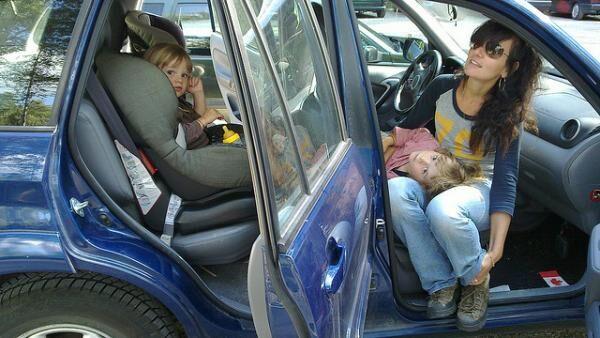 寝る姿勢に注意! 連休中の車中泊のポイント