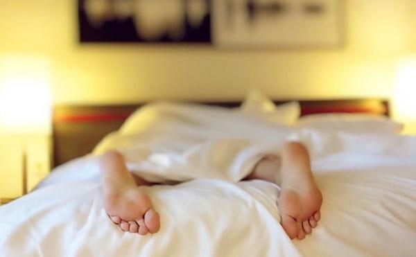 睡眠不足が長期間続くと、自殺願望が高まるって本当?