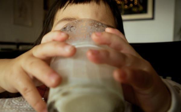 「夜、眠れない……」お悩み解決の鍵は「ナイトミルク」!?