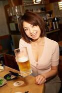 """中村静香、久しぶりのグラビアでかわいすぎる""""ほろ酔い姿""""に"""