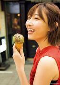 欅坂46・志田愛佳、大好きな洋服に囲まれキュートな素顔を披露