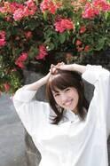 人気声優・逢田梨香子、初の本格グラビア挑戦 美脚やデコルテ…魅力を存分に発揮