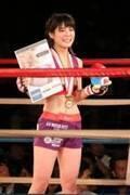 仮面女子・川村虹花、39秒TKOで総合格闘技プロ初勝利 どつき合いでアイドル魂見せた