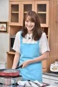 蛯原友里、約2年ぶりテレビ出演  エプロン姿でステーキ調理