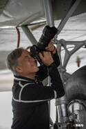 """世界で3人だけの""""戦闘機カメラマン""""徳永克彦に密着 奇跡の一枚が生み出される理由"""