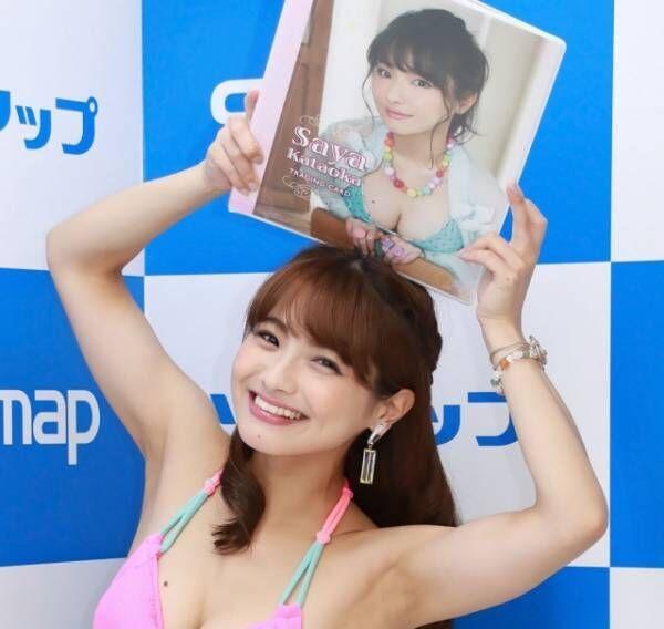 片岡沙耶が秋葉原でファースト・トレーディングカードの発売記念イベントを行った(C)Deview