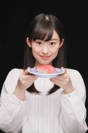 「無添くら寿司」の新TVCM「9月フェアこだわり(北海フェア)」篇で、初CM出演を果たす井本彩花。