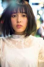 女優・矢作穂香、夜の新宿で魅せた美しさ 体全体で思いを表現