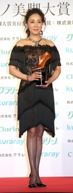 浅野ゆう子、58歳で美脚大賞「非常に大きな自信」