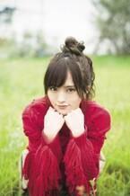 山本彩、『マガジン』表紙で魅せる アイドルスマイルと大人の美しさ