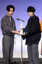 『メンズノンノ』専属モデルグランプリに小顔の18歳・鈴鹿央士さん 成田凌も「か~わいい」とメロメロ