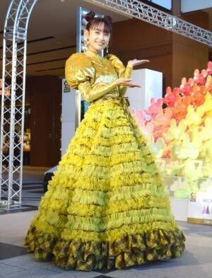 黄色いドレスで登場した高橋愛 (C)ORICON NewS inc.
