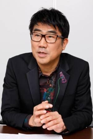 長らく音楽業界の第一線で活躍し続ける、音楽プロデューサーでベーシストの亀田誠治氏(撮影:西岡義弘)