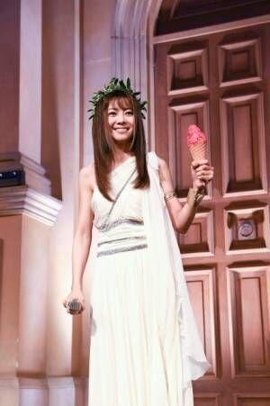 アルバム『Let's GOAL!~薔薇色の人生~』発売決定記念イベントに登場した倉木麻衣