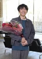 高橋一生、『東京独身男子』撮了 斎藤工とねぎらい合う
