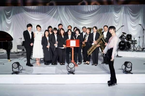 松任谷由実らとのアイスショーを成功させた羽生結弦(右)(C)日本テレビ