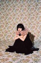 平手友梨奈、花モチーフをひたすらキュートに着こなす「ピンクがたくさん。新鮮でした」