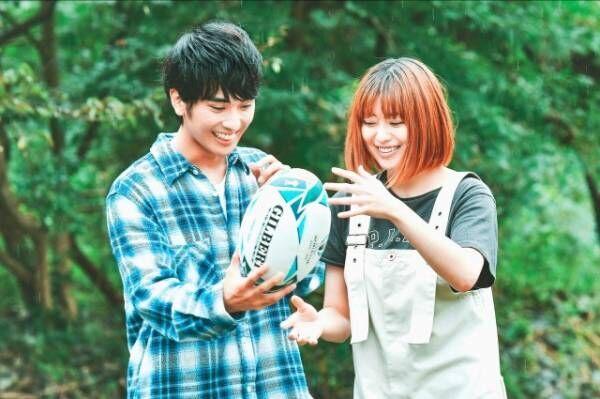TBS『有吉と採点したがる女たち』でデートロケに挑戦した(左から)村田琳、冨手麻妙 (C)TBS