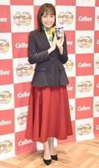 川口春奈、ミュージアムの受付嬢ファッションを披露