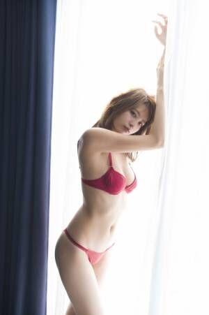 『週刊プレイボーイ』50号・早瀬あやアザーカット【(C)佐藤裕之/週刊プレイボーイ】