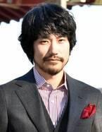 """松山ケンイチ、ドラマで堂々""""カンペ""""読み「神さまになれた気がする」"""